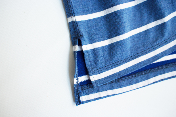 White lineのSunburn Border Pocket Tee