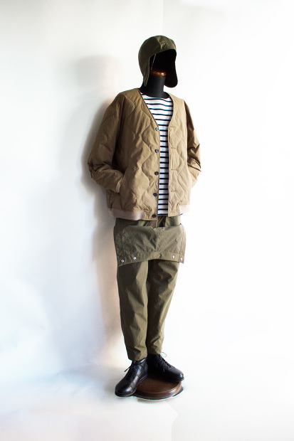 MeanswhileのBlackbord Cloth Saillor PantsのForestの全身画像