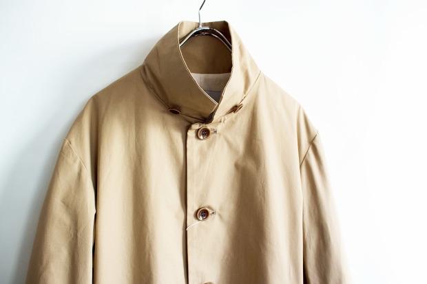 Have a good dayのStand-up Collar CoatのBeigeの襟をたてた画像