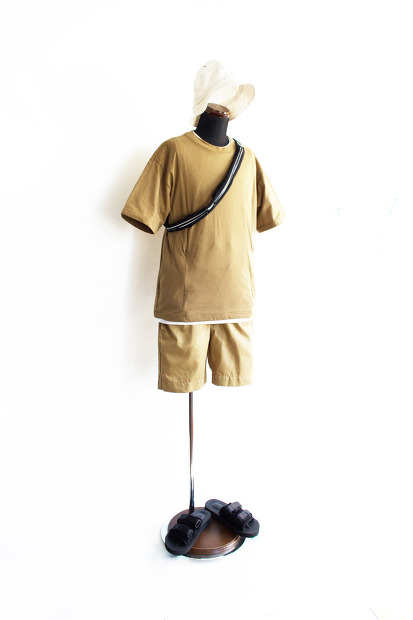 Meanswhile Cordura Jersey Sack TeeのCoyoteの全身スタイルの画像