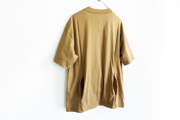 Meanswhile Cordura Jersey Sack TeeのCoyoteの背面の画像