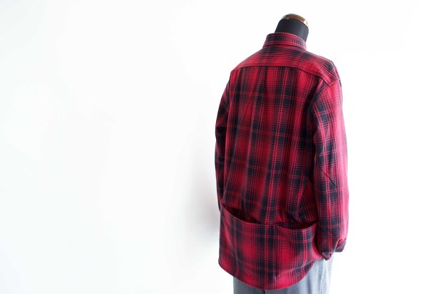 Meanswhile Flannel Check Shirt JacketのRedのスタイルの斜め後ろからの画像
