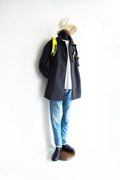 Post amenitiesのSoutien Collar Turncoatの全身スタイルの画像