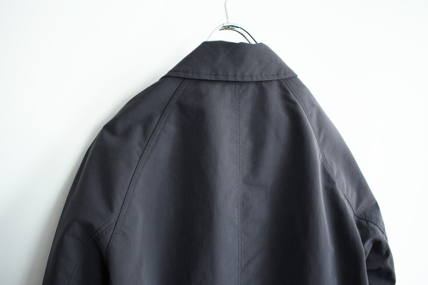 Post amenitiesのSoutien Collar Turncoatの背面上部の画像
