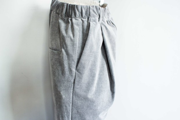 White lineのChambray Corduroy Pantsの画像